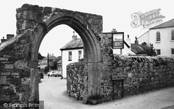 Bovey Tracey, Cromwell Arch c.1965