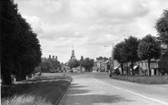 Brackley, The Avenue And Market Place c.1955