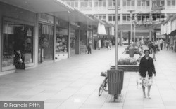 Bracknell, Shoppers In The Crossway Parade c.1960