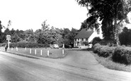 Bracknell, the Horse and Groom c1950