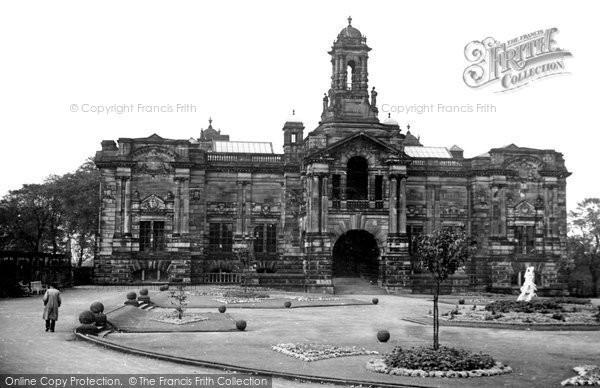 Photo of Bradford, Cartwright Memorial Hall c.1950