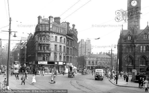 Photo of Bradford, Town Hall Square c.1950