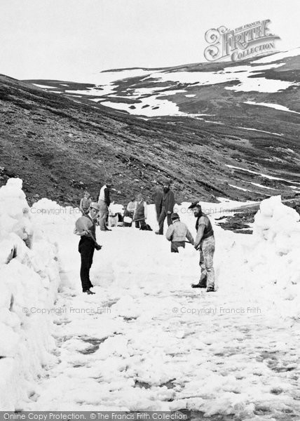 Braemar, Clearing Snow From Cairnwell Pass 1879