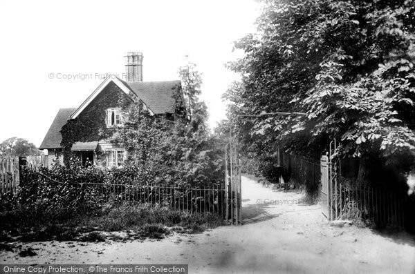 Braintree, Entrance To Public Gardens 1902