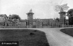 Park, Gates 1909, Bramham