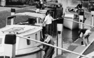 Bray, The Lock, Tying Up The Boat c.1960