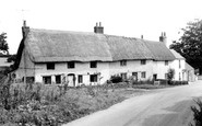 Bremhill, Thatched Cottages c1960