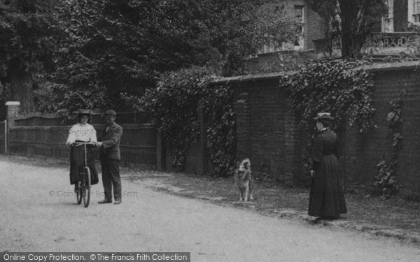 Brentwood, Learning To Ride A Bicycle 1906
