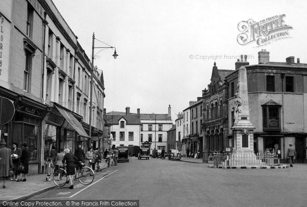 Photo of Bridgend, Dunraven Place c1950