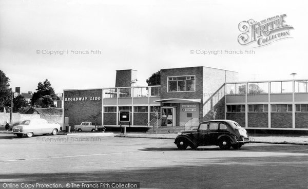 Photo of Bridgwater, Broadway Lido c1960