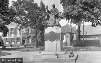 Bridgwater, War Memorial 1927