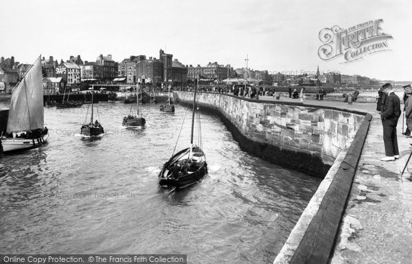 Bridlington, The Harbour 1926