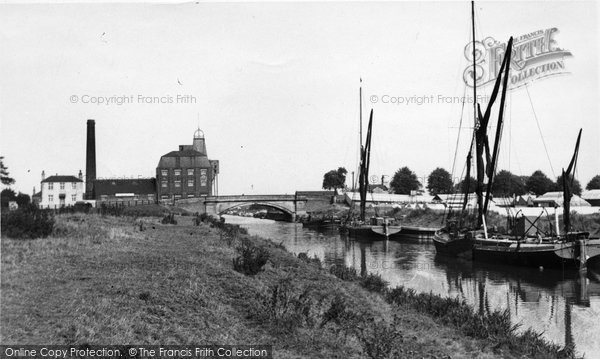 Brigg, Old Mill Bridge c.1950