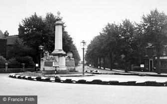 Brigg, the War Memorial c1950