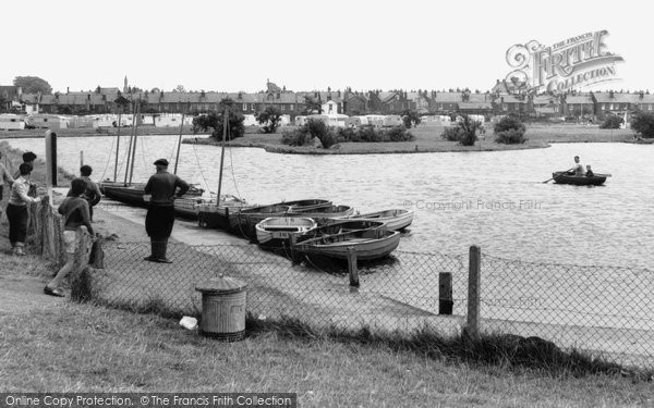 Brightlingsea, The Boating Lake c.1960 Essex.  (Neg. B209019)  © Copyright The Francis Frith Collection 2005. http://www.francisfrith.com