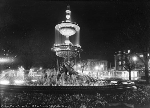 Photo of Brighton, The Fountain c.1955