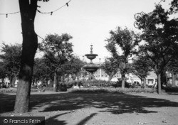 Brighton, The Fountain, Old Steine Gardens c.1950
