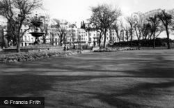 Brighton, The Fountain, Old Steine Gardens c.1955