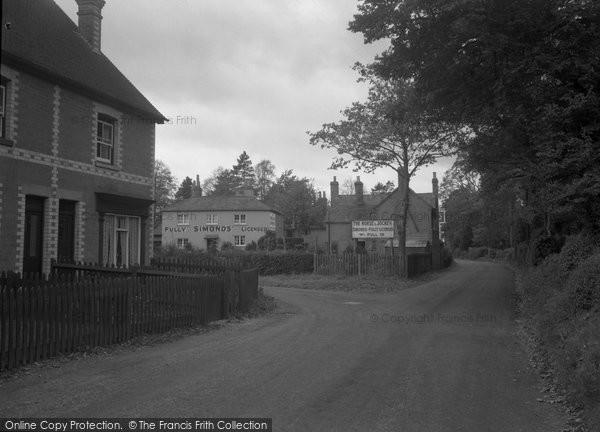 Photo of Brimpton, Hyde End Corner 1939