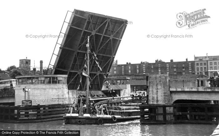 Photo of Bristol, the New Bascule Bridge c1950