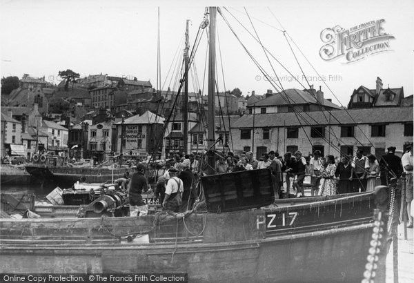 Brixham, Unloading The Catch c.1950