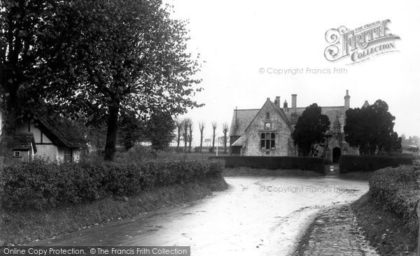 Broad Hinton, The School And Thatched Corner c.1955