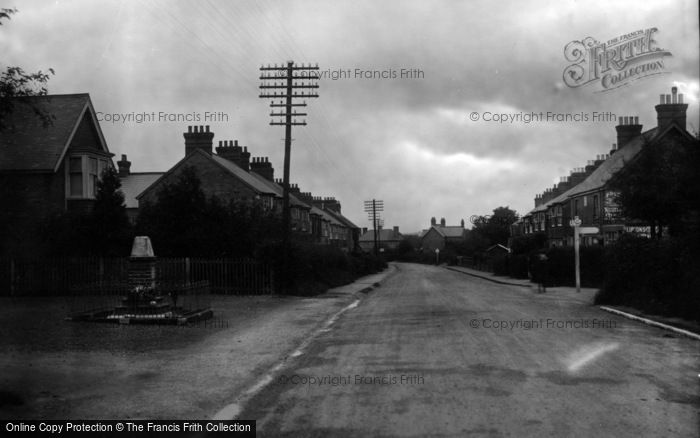 Photo of Broadbridge Heath, Portsmouth Road And War Memorial 1924