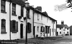 Cottages In The Village 1898, Broken Cross