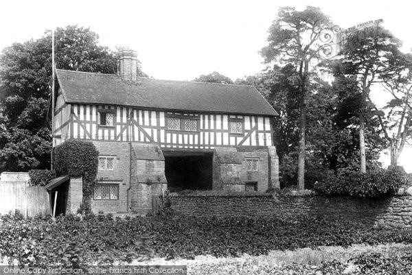 Bromfield, Priory Gateway 1904