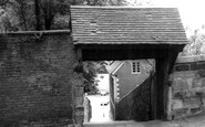 Bromsgrove, the Old Church Steps c1965