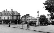 Brynmawr, the Square c1955