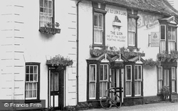 The Old Lion And Lamb  c.1950, Buckden