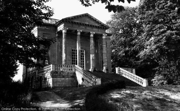 Buckingham, Queen's Temple, Stowe School 1967