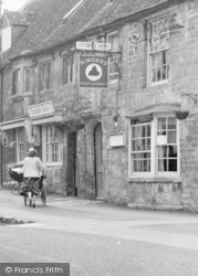 Burford, The Cotswold Arms c.1960