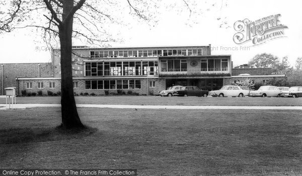 Photo of burgess hill oakmeeds school for Burgess builders