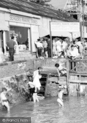 Burnham-on-Crouch, Going Into Water,  The Quay c.1960