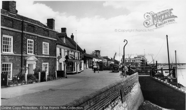 Burnham On Crouch, The Anchor And Town Steps c.1965