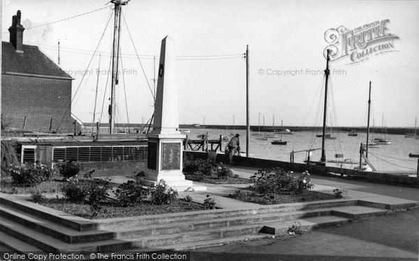 Burnham On Crouch, The Memorial c.1955