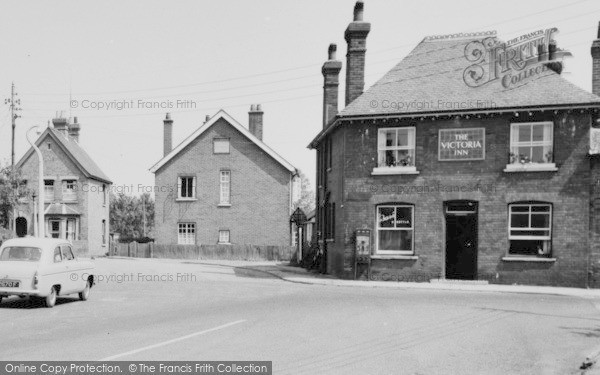 Vixtoria Inn, Burnham-on-Crouch, c.1965, Essex.  (Neg.  B325301M)  © Copyright The Francis Frith Collection 2005. http://www.francisfrith.com