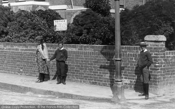 Burnham On Sea, Children In Chapel Street 1892