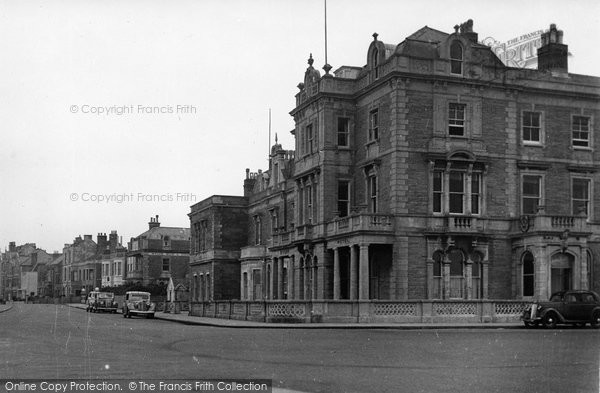 Burnham On Sea, Queens Hotel And Promenade c.1950