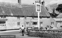 Burton Bradstock, Three Horseshoes Inn 1960
