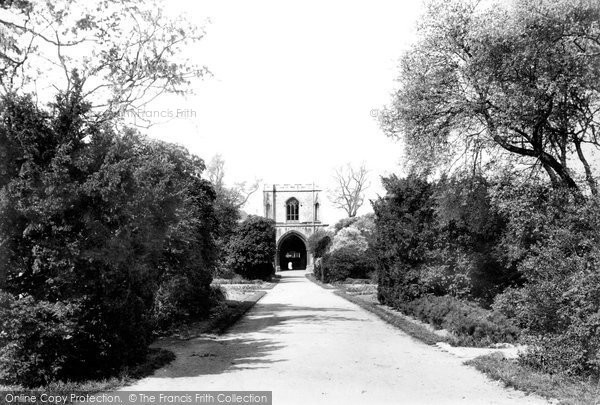 Bury St Edmunds, Abbey Gardens And Gate 1898