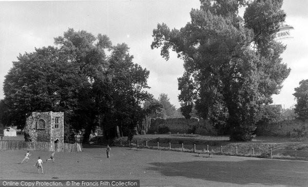 Bury St Edmunds, Abbey Gardens c.1955