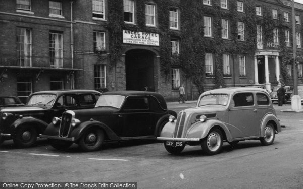Bury St Edmunds, Old Cars At The Angel Hotel c.1955