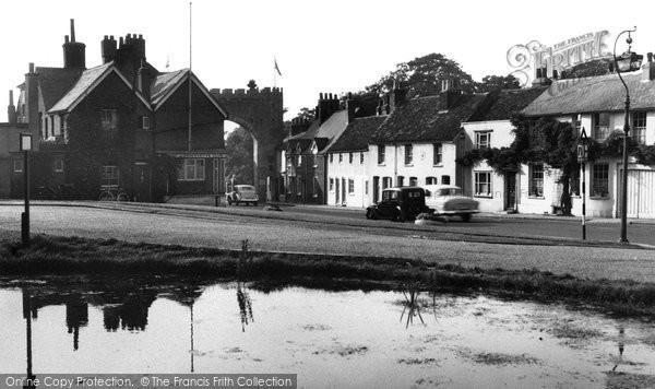 Photo of Bushey, the Pond and Coronation Arch 1953