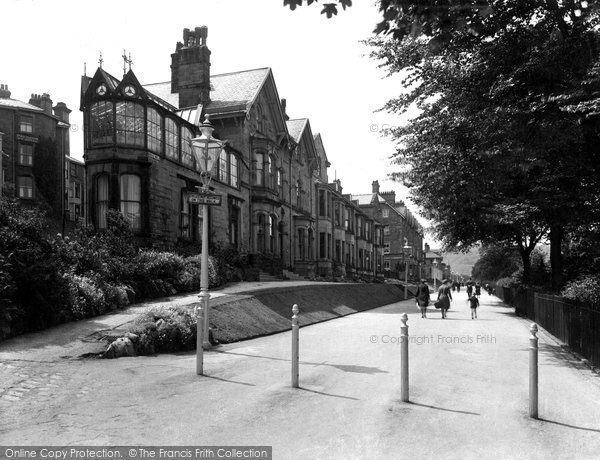 Buxton, Lamp Post In The Broad Walk 1932