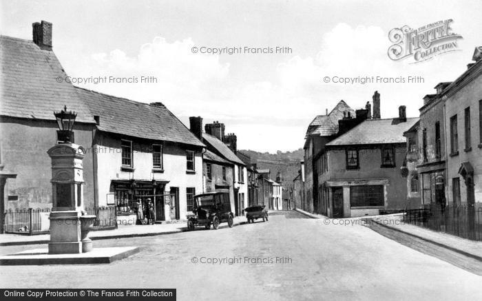 Photo of Caerleon, the Square and War Memorial c1930, ref. c4020