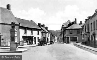 Caerleon, the Square and War Memorial c1930