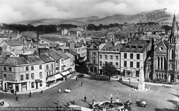 Photo of Caernarfon, Castle Square c1935